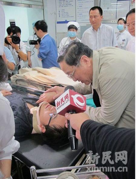 上海市委书记俞正声书记深切慰问事故伤员。新民网记者 沈戬 现场回传