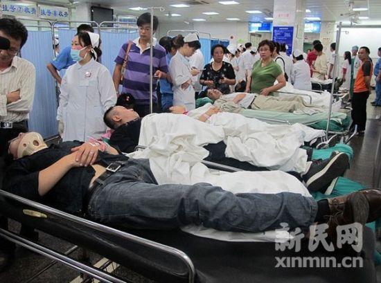 九院急诊大厅内的事故伤员。新民网记者 沈戬 现场回传