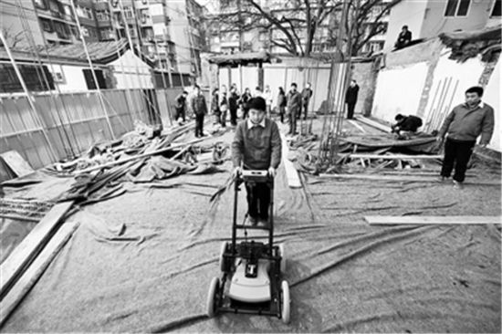 雷达探测器形似割草机 摄影/记者 袁艺