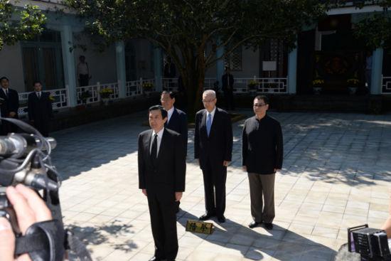 蒋介石逝世40周年,马英九朱立伦赴慈湖谒陵。(图片来源:台湾中广新闻网)