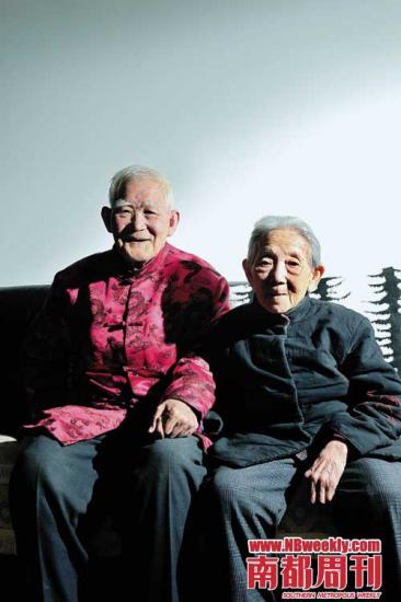 周惠南和老伴安度晚年。