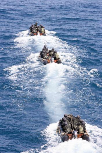 海军特种部队魔鬼练兵一年淘汰一半人(组图)