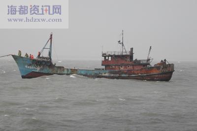 闽晋渔5126号渔船机舱突发大火,16条生命危在旦夕.