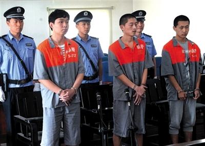 3名大学生冒充警察抓嫖敲诈嫩模28万