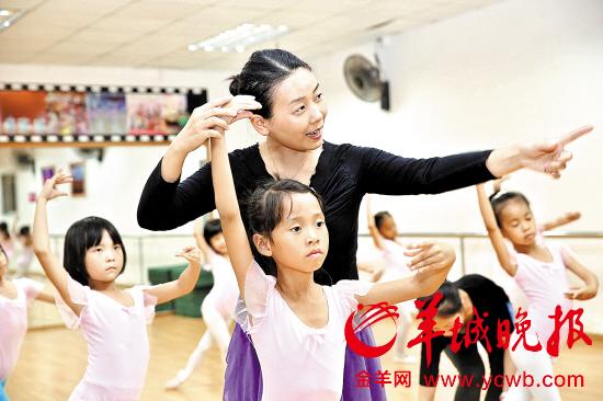 东莞一幼儿教师免费教孩子跳舞 曾瘫痪在床