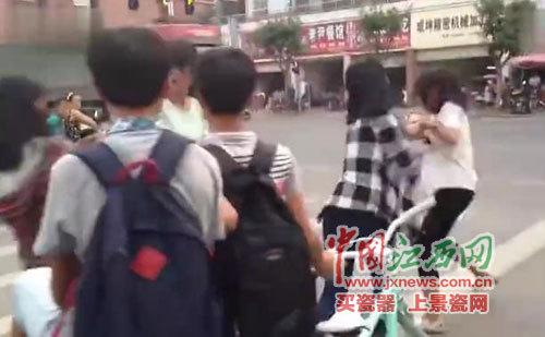 郑州升达学校要求学生每天花费两小时扫地引争议