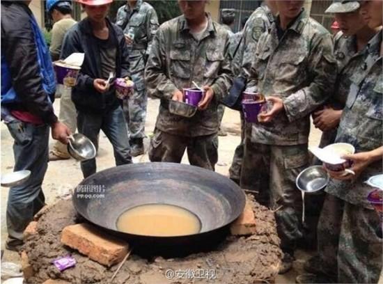 震区解放军无法饮用清洁水,大V们先急了
