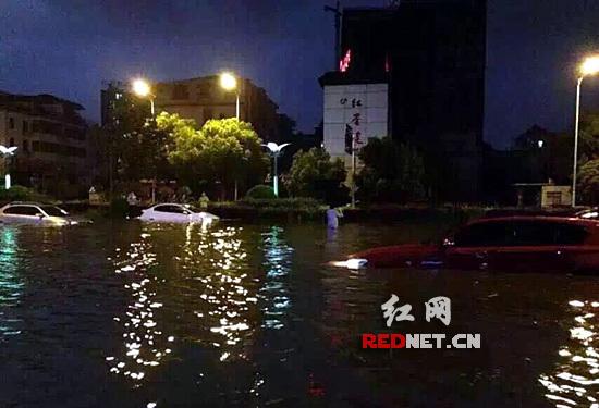 """湖南暴雨致1人死亡 公交抛锚乘客看""""海"""" 资讯 第3张"""