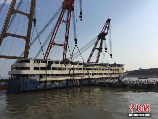 长江客船翻沉沿江搜查规模扩至上海吴淞口