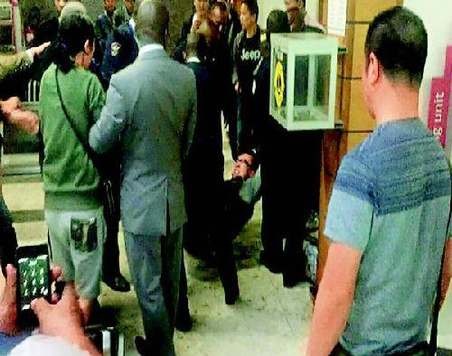 中国游客滞留非洲机场违规吸烟与警方冲突