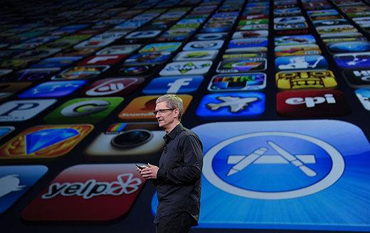 苹果公司败诉了,为App Store侵犯著作权担责。接下来的日子,可能苹果公司还将面临更多的败诉。   未经中国大百科全书出版社有限公司许可,苹果公司擅自通过信息网络使用《中国大百科全书》电子版的内容,近日北京市第二中级人民法院作出一审判决,支持大百科全书公司的诉讼请求,判决苹果公司停止侵害中国大百科全书出版社有限公司对《中国大百科全书》中国历史卷第一版享有的信息网络传播权的行为,并赔偿经济损失人民币50万元。   记者了解到,除了中国大百科全书出版社有限公司,还有一些公司和作家到法院起诉苹果公司侵权