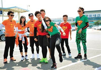 """今晚播出的《奔跑吧兄弟》来到""""跑男的故乡""""韩国拍摄,Angelababy、邓超等明星将在首尔展开游戏大战。"""