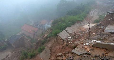 甘肃清水县存山体滑坡隐患 已转移近3万人 山体