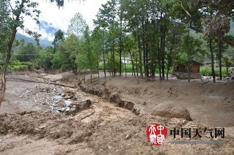 云南香格里拉县上江乡14日再次发生泥石流灾害。(香格里拉县气象局供图)