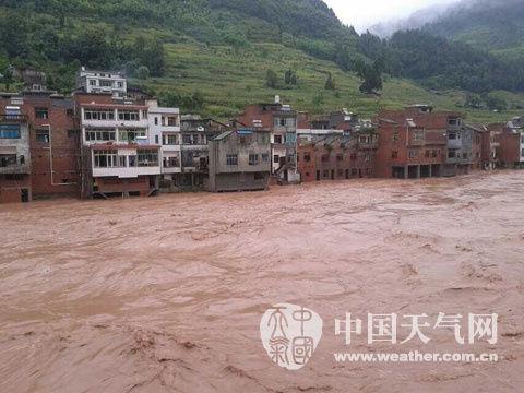 10日,贵州省遵义习水县程寨乡河水暴涨.(来源:习水县气象局)