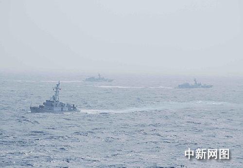 组图:南海舰队举行实战演练(2)