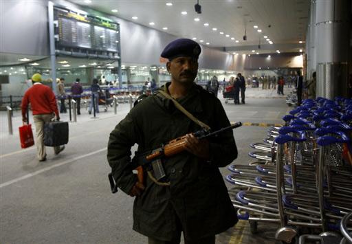 图文:印度加强机场戒备严防恐怖分子袭击