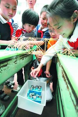 小学生小发明老师也好奇图片