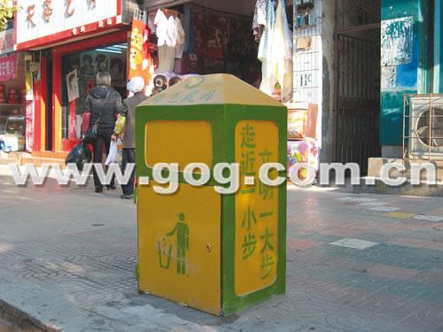 为了节省资金,又经久耐用,凤冈县决定自制垃圾桶.