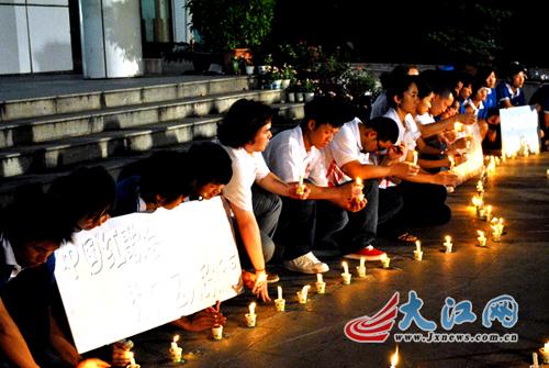 中国红歌会为甘肃舟曲灾区献爱心(组图)