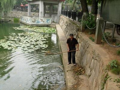 """""""昨日是长沙动物园老园开园最后一天,众多游客拥至老动物园做最后一次"""