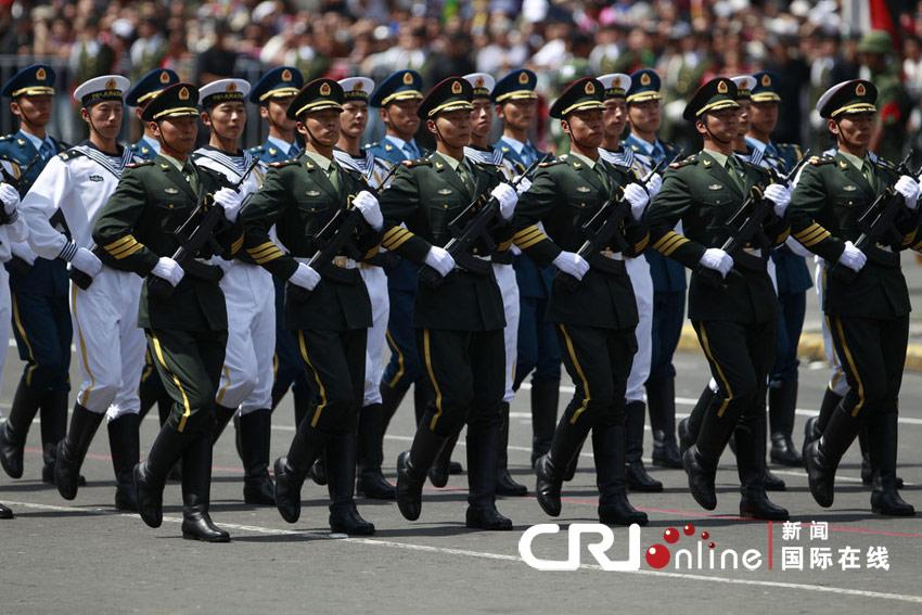 解放军三军仪仗队亮相墨西哥独立200周年庆典