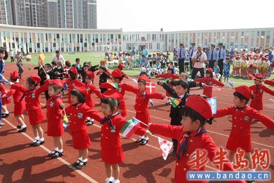 陪孩子过节 青岛市公安局幼儿园举行亲子运动会