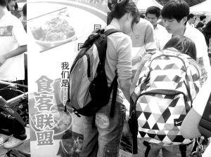 """东南大学爱吃女生校园内办""""吃货社团"""""""