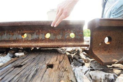 合淮线停运后,铁路轨道遭盗贼疯狂盗窃