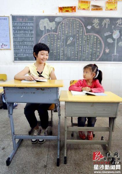 长沙县:小学生课桌1米7身高还坐得下?小学标准艺术课程图片