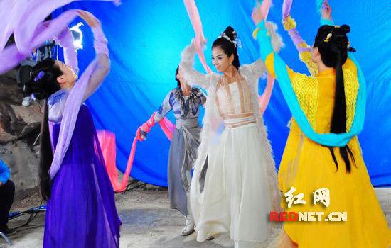大型青春偶像神话电视剧《刘海砍樵》波月洞拍摄