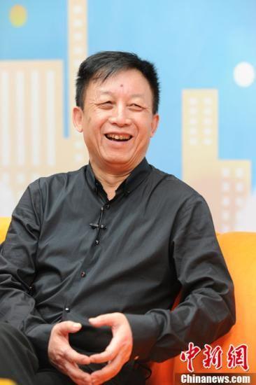易中天:取名中华史是听取华人华侨意见