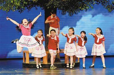 分司厅小学生演绎儿童舞台剧图片