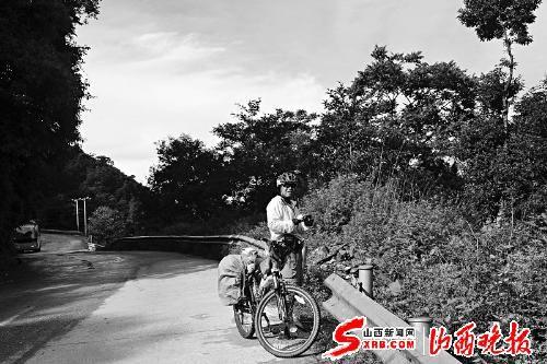 62岁老人骑单车奔尼泊尔逛了一圈(图)