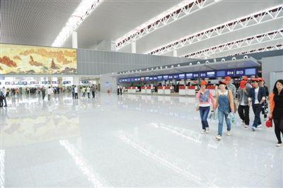 届时,新桥机场会有4条跑道同时提供飞机起降,满足旅客年吞吐量6000万