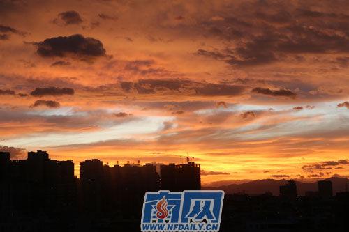 """强台风""""天兔""""来临前潮州现火烧云(组图)"""