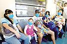 墨西哥城铁里戴口罩的人们