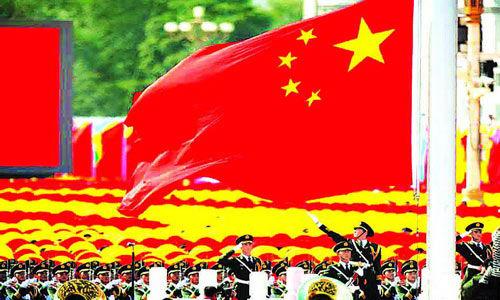 在当下拜金主义盛行的中国,爱国主义反倒成为人民只能埋藏在内心深处而羞于表白的隐私