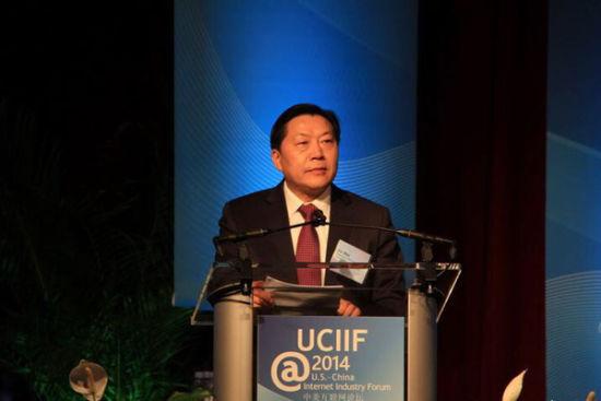 当地时间12月2日,第七届中美互联网论坛在美国首都华盛顿举行。中国国家互联网信息办公室主任鲁炜发表题为《沟通中互信 合作中共赢》的主旨演讲。