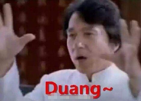 """几万人看完恶搞视频,看完各路大V的起哄,跑到成龙的微博去""""Duang""""""""Duang""""""""Duang""""砸门"""