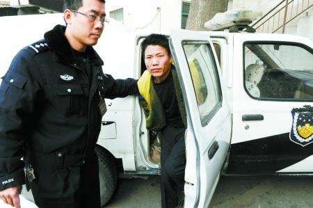 大客司机撞死人后逃逸31名乘客无人肯作证