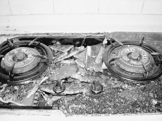 华生牌燃气灶面板爆裂碎玻璃激射