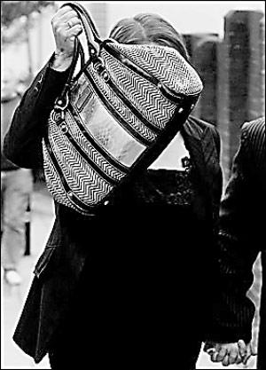 英国女子为骗救济让儿子伪装脑瘫6年半
