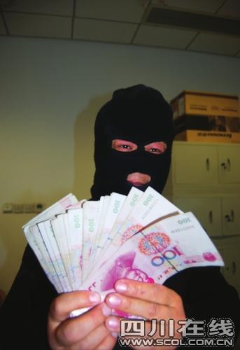 男子暗访三月举报非法屠宰场戴面罩领奖金(图)