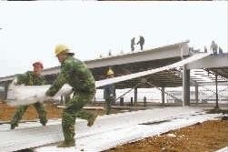 美籍华人违章搭建千余平米钢构房被强拆(图)