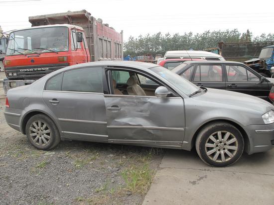 公司副总酒后撞车逃逸时副驾掉下车摔死
