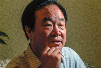 焦先生回忆起被冤枉入狱的经历,表情凝重。本报记者蒲东峰摄
