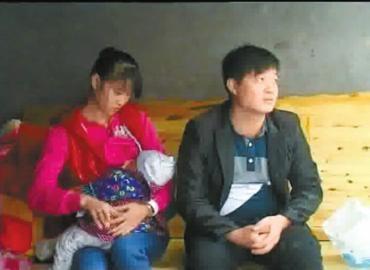 焦急的伍承洪、李美霞夫妇。