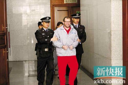 自称德国罗杰斯家族传人的罗伯特昨日庭审现场一脸轻松。