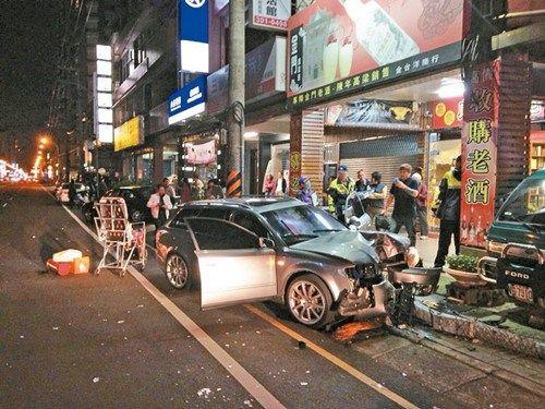 酒后驾车肇祸层出不穷,经常造成车毁人亡,驾驶也必须背负严重后果。 图:台湾《联合报》